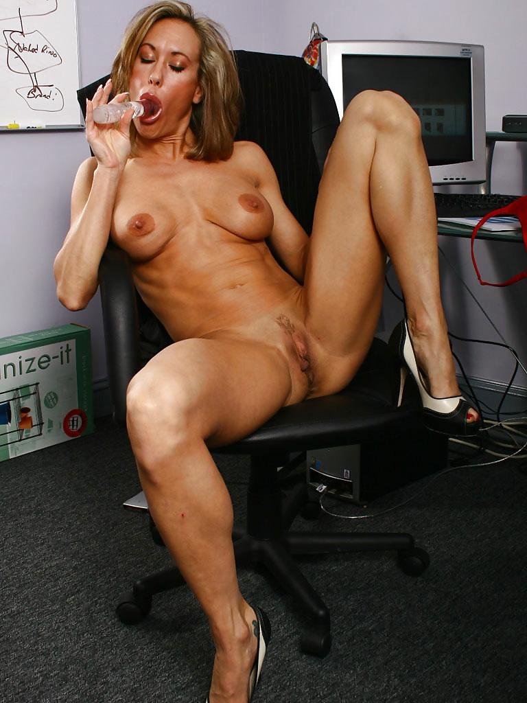 Muscle Women Porn giantess 2 - sexy muscle women